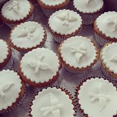 Delicinhas de ontem... 🎂❤🍫 🎂🙏❤🍫🍰 #molindacake #cakedesign #cakeart #cake #sweet #candy #minibolo #pastaamericana #bolobatizado #batizado #sobremesa #party #instacake #instafood #chocolate (Molinda Cake) Tags: boss cake pasta americana bolo bolos confeitados molinda