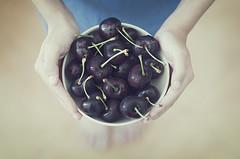 Tiempo de cerezas (Graella) Tags: cerezas cherries cireres boy portrait retrato retrat nen noi nio manos mans hands fruit fruta cenital