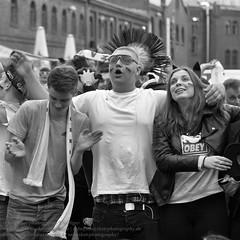 Public Viewing zur Fuball EM 2016 in Berlin (Agentur snapshot-photography) Tags: bw berlin sport deutschland fan blackwhite tv europa fussball euro flag europameisterschaft match sw fans em schwarzweiss fahne flagge deu uefa jubel effekt personen flaggen freude wettbewerb fahnen leinwand publicviewing gasto deutschlandfahne fussballspiel leinwnde deutschlandflagge fanmeile fussballfan nationalfarben bertragung nationalflagge fussballfans randbild nationalfahne fussballmatch grossbildleinwand fanmeilen landesfahne landesflagge nationalfahnen nationfahne ffenltich