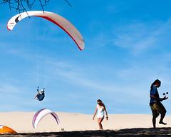 Suspended - Suspendu (monsieur ours) Tags: pyla france outside extrieur jongleur joggler parapente paragliding dune sand sable
