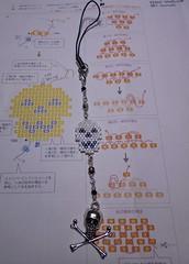 Skull charm, altered phone strap (Chimerastone) Tags: brick halloween japanese skull diy store phone handmade gothic charm strap bead recipes stich kiwa delicas レシピsp411 ブリックステッチのハロウィンモチーフ