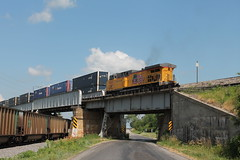UP 6260 (CC 8039) Tags: up illinois under over trains cameron meet bnsf ac44cw