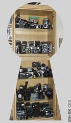 Schlüssellochblick... (peterphot) Tags: cameras oldcameras sammlung kameras kamerasammlung
