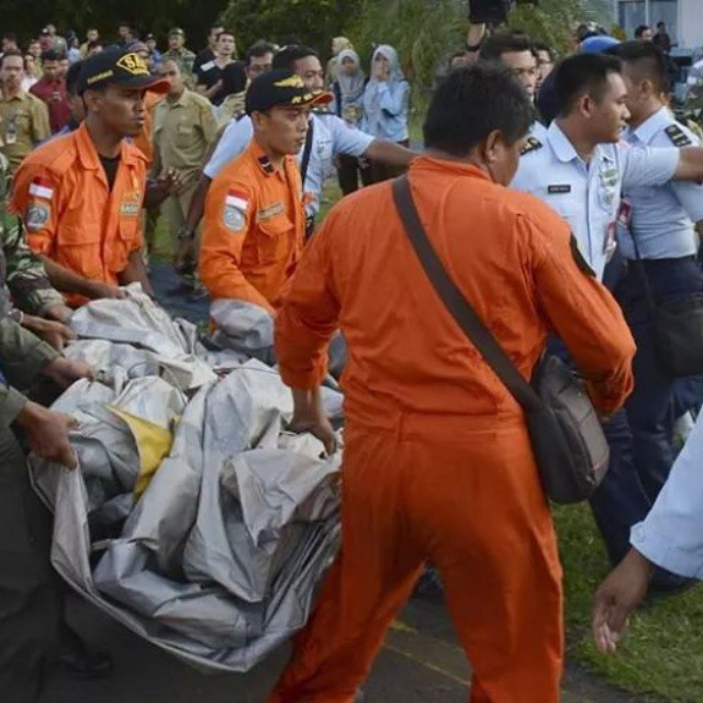 #MISSING #AIRASIA  #SEARCH #UPDATE :   INDONESIAN SEARCH AND RESCUE OPERATION OFFICIALS  SAY DEBRIS AND OVER 40 PASSENGERS DEAD BODIES HAVE BEEN RECOVERED IN MISSING AIRASIA PLANE #QZ8501 OFF THE BORNEO COAST, JAVA SEA.