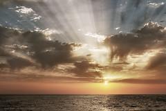 Puesta de Sol en Doñana (L.Barrera) Tags: ocean sunset españa naturaleza sun seascape sol beach nature water contraluz atardecer mar andalucía spain agua europa europe cloudy huelva playa atlantic agosto nubes verano sunburst nublado puestadesol andalusia litoral atlanticocean atlántico spagna seacoast almonte doñana rayosdeluz océano costadelaluz océanoatlántico costaatlántica hazdeluz parquenacionaldedoñana paisajedecosta doñananationalpark playaandaluza paisajecostero playadecastilla costaandaluza leobarrera