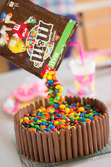 Gravity Cake (Malitix) Tags: cake photo mms photographie finger gravity bonbon anniversaire gateau gravité gravitycake