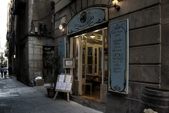 La MaMa (Nicols Rosell) Tags: barcelona street city urban espaa restaurant calle spain nikon europa europe ciudad catalonia urbana catalunya d7100 nikond7100