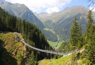 Hängebrücke: Bärenfall Brücke. Suspension bridge, Ischgl. Paznaun.