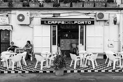 Il caff del porto (Norbert Eder) Tags: street summer blackandwhite italy white black coffee monochrome port streetphotography sicily espresso sizilien