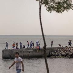 Dock (Julio Lpez Saguar) Tags: juliolpezsaguar estambul istanbul turqua turkey muelle dock gente people pesca fishing mar sea