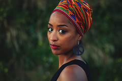 Luisa (!Kevin!) Tags: portrait woman girl rotterdam pretty african headscarf bracelet peacesign portret luisa headwraps vierhavensgebied