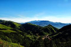 Blue meets Green (Ted Tsang) Tags: travel sky mountain landscape taiwan olympus  puli   em1 nantou  wuling hehuanshan 1240mmf28