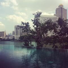 IMG_1613 (cynthiayuhi) Tags: pool river thailand view bangkok statetower sirocco