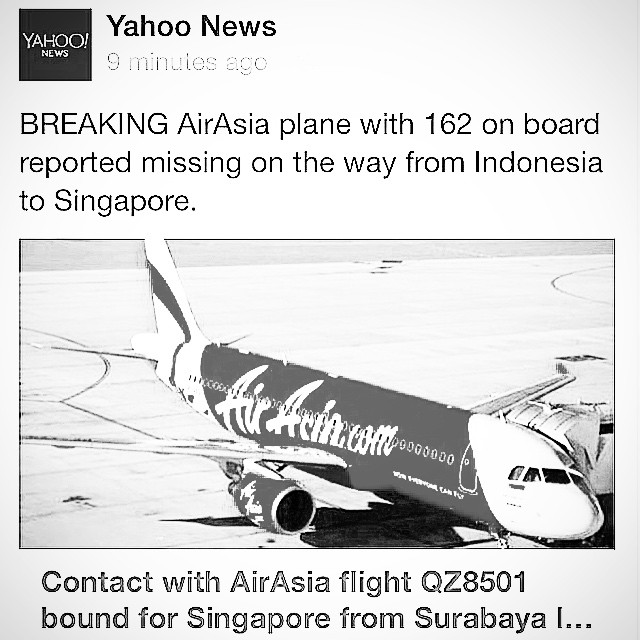 Owhhh another shock news! #prayforQZ8501 #airasia #singapore #indonesia #surabaya #malaysia #aeroplane #airbus320