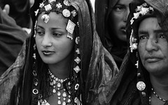 Mali (Mark William Brunner) Tags: travel blue portrait blackandwhite woman sexy sahara smile festival canon pretty desert mark au westafrica mali brunner tuareg tuaregs essakane timbuctou maliportrait