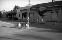 Caminando (oscam.cl) Tags: kodak tmax linares voigtlnder casero beutler vitocsr