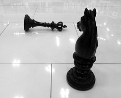 Conquistador Conqueror Conquistatore (Raul Jaso) Tags: blackandwhite bw byn blancoynegro mexico blackwhite juegos chess games winner biancoenero ajedrez vencedor conqueror victorious conquistador scacchi ganador vincitore piezasdeajedrez conquistatore dmcfh8 panasonicdmcfh8