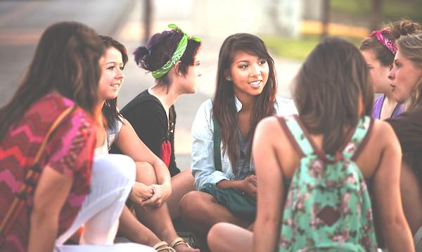 girls-chatting