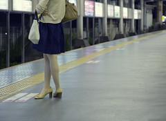 Tokyo 3966 (tokyoform) Tags: chris hot public girl station japan japanese tokyo asia metro platform transit tquio   japo yokohama mass rapid japon  tokio  6d jepang japn  jongkind tkyto chrisjongkind