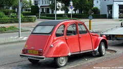 Citron 2CV 1983 (XBXG) Tags: auto old france holland classic netherlands car club vintage french automobile nederland citron voiture 2cv 1983 frankrijk paysbas brabant eend geit ancienne veldhoven 2pk 2cv6 citron2cv franaise deuche deudeuche kj82jk