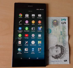 Sony Xperia Z Ultra compared to £5 note