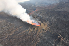 The crater and flow - 05 (ICELANDPIX) Tags: lava iceland crater volcanoes holuhraun