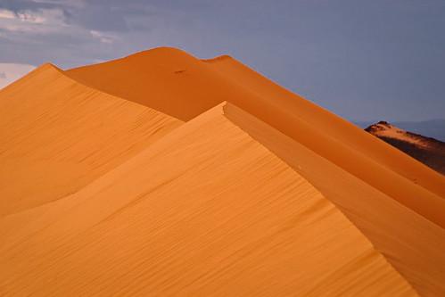Die mächtigen Dünen erheben sich vor uns
