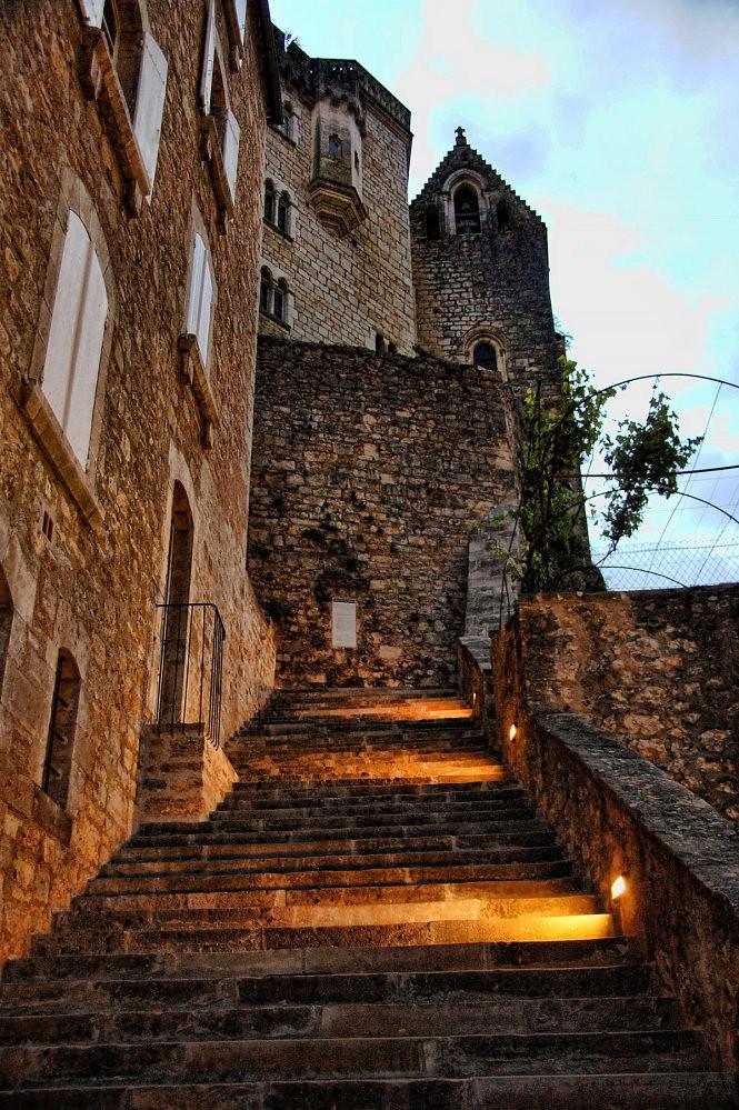 5. Bậc thang dẫn lên pháo đài Rocamadour