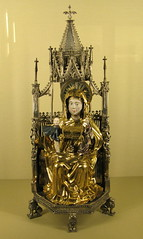 A statue-reliquary of St. Anne the Trinitarian by Hans Greiff (Ingolstadt, Bavaria, 1472): Muse de Cluny / Muse national du Moyen ge, Paris, France (Hunky Punk) Tags: paris france bavaria gold statues medieval museums middleages musedecluny ingolstadt hteldecluny trinitarian reliquaries musenationaldumoyenge hunkypunk musedumoyenge statuereliquary sainteannetrinitaire thermesethteldecluny spencermeans hansgreiff
