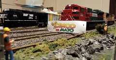 Happy Cinco De Mayo (Trains By Perry) Tags: up danforth unionpacific ho cincodemayo hoscale emd ferromex 4714 sd70m 4009 sd70ace flaredradiator runthroughtrains