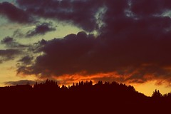 Sunset over the hill ! (valeriaconti136) Tags: sunset red sky silhouette clouds tramonto nuvole hill cielo tuscany toscana monteriggioni collina trama allaperto collinetoscane