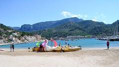 Mallorca - Port de Sller (ohaoha) Tags: strand island spain sand europa europe mediterranean south insel berge espana hafen mallorca spanien majorca baleares balearen gebirge bucht segelboote sdeuropa portdesller tretboote balearicisland southerneuropa