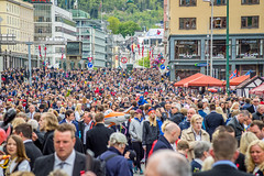 17 May, 2016, Bergen, Norway (Paulius Bruzdeilynas) Tags: city norway freedom norge spring sony crowd parade norwegian bergen celebrate 17mai 17may nationalday constitutionday sonyalpha sonya7ii