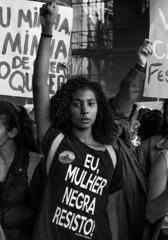 """ Eu mulher negra resisto"" "" (SamNeves1993) Tags: brazil woman white black branco brasil avenida women mulher pb rape preto sp brazilian feminism mulheres paulista feminismo manifestao feminista temer patriarcado estupro"