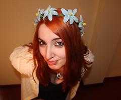 IMG_2605 (Inspiracin dormida) Tags: girl redhair orange hair book pelirroja pelinaranja libro flores black
