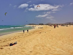 Fuerteventura kiting (Gernot_) Tags: blue sea beach wind hdr kiting