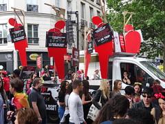 STOP aux condamnations à mort des homos (Jeanne Menjoulet) Tags: marchedesfiertés lgbt paris 2juillet2016 lesbiangaypride gay lesbiennes bi trans gaypride pride stop peinedemort condamnationsàmort homos lbgt