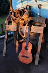 Folclore (Bang!!) Tags: old light sol sunshine rural casa madera backyard guitar country guitarra rope patio campo viejo ocaso manta soga arrebol caballete