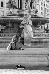 (Mat-S) Tags: fontainedesjacobins lyon rhonealpes woman women water fountain street streetphotography blackandwhite noiretblanc chaussures shoes summer