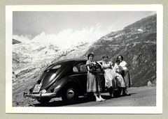 VW 1100 (Raymondx1) Tags: auto white black mountains alps classic cars car vw vintage volkswagen photography photo automobile foto fifties antique beetle glacier alpine 1950s vehicle sw brezel motor gletscher kfer coccinelle kever fusca type1 furka furkapass maggiolino wirtschaftswunder brezelfenster typ1 blackwhite brezelkfer economicmiracle vw1100 hotelbelvdre