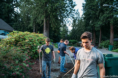 Boys Working (Mark Griffith) Tags: washington service issaquah yardwork youngmen serviceproject tamron2875mmf28 20160525dsc05094