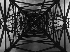 Strom (Blende2,8) Tags: strom stahl geometrie konstruktion formen masten schwarzweis
