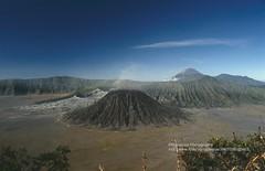 Gunung Bromo, volcanic landscape (blauepics) Tags: indonesien indonesia indonesian indonesische east java ostjava gunung bromo mount volcano vulkan meer sea sand mountain berg landscape landschaft 1991