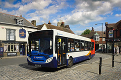 Stagecoach 27578, Sandwich (Jason 87030) Tags: 27578 enviro stagecoach walmer guildhall markett inn pub sky kent sandwich clouds august 2016 holiday 13a deal canterbury bus transport stop gx58gkk thediamond