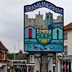In Framlingham (velodenz) Tags: velodenz fujifilm x30 digital image phot photo photograph photography cycling cycletouring cyclisme cyclotourisme ctc cyclinguk holiday vacation en vacances trip birthday rides suffolk east anglia england united kingdom uk great britain gb framlingham town center market square sign repostmyfuji repostmyfujifilm fuji xseries