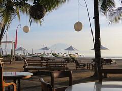 Tandjung Sari  Sanur - Bali 2016 (Valerie Hukalo) Tags: sanur beach plage volcan volcanoe bali asie asia indonsie indonesia hukalo safaribali valriehukalo tandjungsari