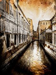 Venecia, Venice 021 (www.ignaciolinares.com) Tags: venecia venice venezia gondola canales sanmarcos feniche campanile ilduomo eldoge vaporetto veneto italia