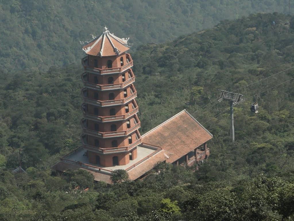 Tháp nhà ga cáp treo Yên Tử