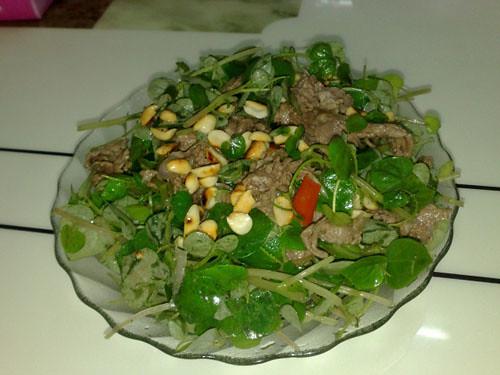 rau càng cua trộn thịt bò dầu giấm