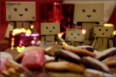 Merry Christmas & happy holidays ! (Only in RAW ) Tags: japan canon toys happy robot amazon fuji box weekend explorer mini days cardboard danny fujifilm 365 fujinon danbo amazoncojp 366 toyphotography xt1 revoltech danbee xphoto xshooter danboard 366daysproject minidanbo fxlens